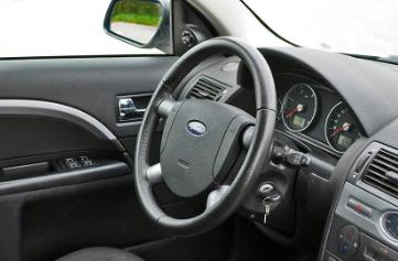 汽车方向盘不转最常见的原因和解决方案