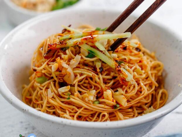 教您怎么做四川凉面最好吃,快跟着学起来。
