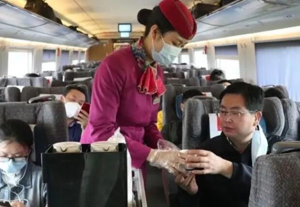 """年内成渝高铁将推出""""四个公交化""""服务"""